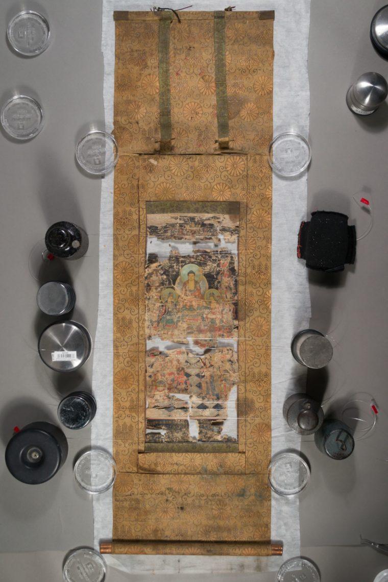 Restaurierung Buddhistisches Hängerollbild Vorzustand