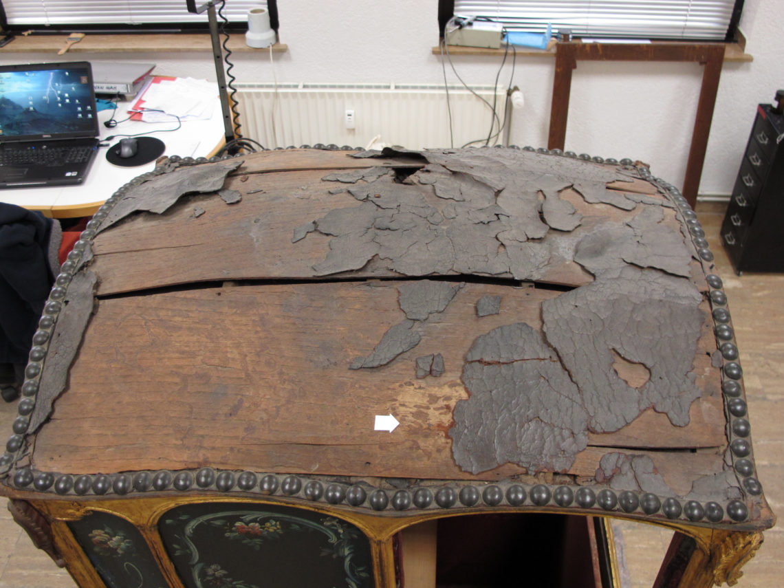 Restaurierung einer Sänfte Leder Vorzustand