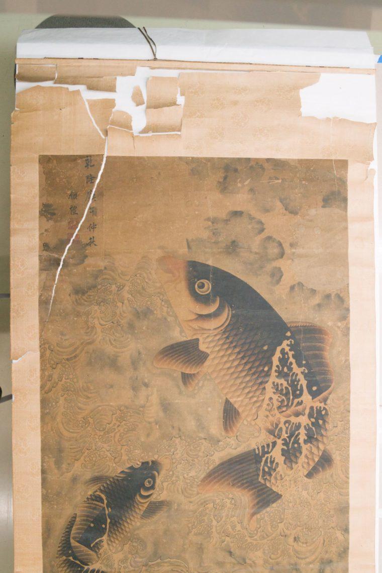 Restaurierung Hängerollbild Koikarpfen Vorzustand